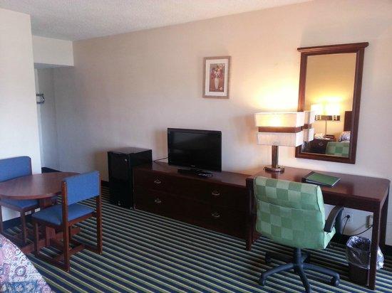 Econo Lodge Evansville: LCD TVS