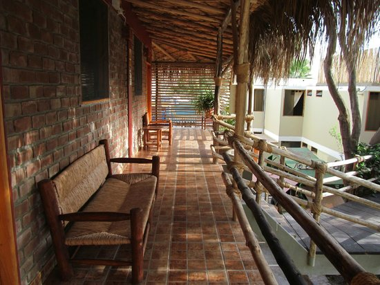Hotel El Huacachinero: Pasillos Decoracion Rustica Moderna.