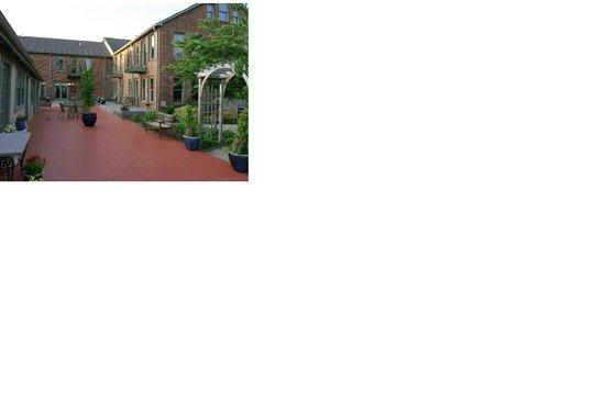 Spacious courtyard at Monteagle Inn & Retreat Center