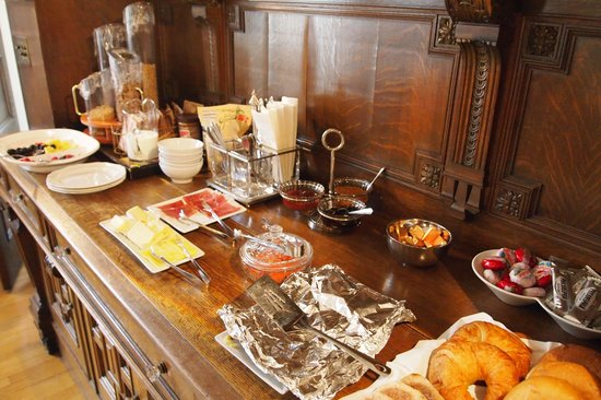 Shafer Baillie Mansion Bed and Breakfast: A good selection of food for breakfast