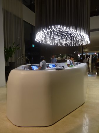 Studio M Hotel: reception desk