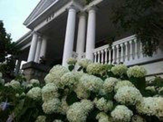 Les Suites des Présidents: Front Porch, Presidents' Suites