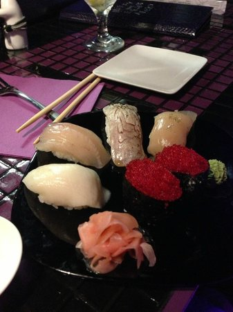 Mitsu Neko Fusion Cuisine and Sushi Bar: A combination of FRESH Fish Sushi - to die for!
