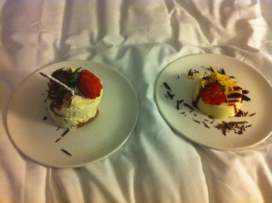 QT Canberra: Room service Dessert