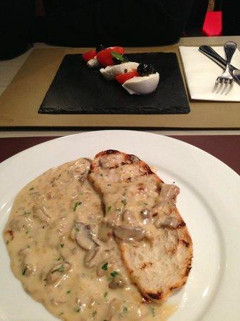 Strada - Lakeside: Mushroom brushetta and tricolore salad starters