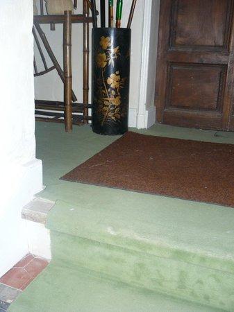 Galerie Huit : dirty  floors