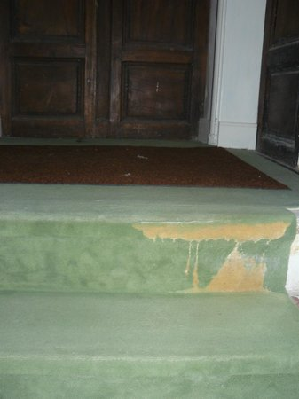 Galerie Huit : torn carpet on the stairs