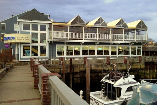 Capt's Waterfront Grill : Capt's Waterfront in March 2013