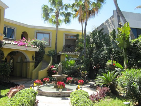 El Encanto Inn & Suites Boutique Hotel: Lovely gardens
