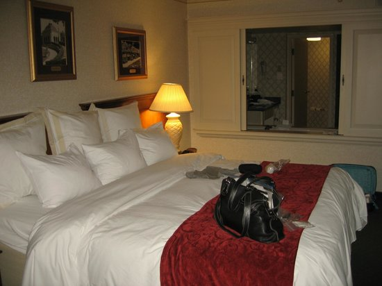 Marriott Niagara Falls Fallsview Hotel & Spa: Very comfortable bed and quiet room!