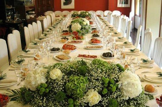 Mesa decorada para un banquete: fotografía de Restaurante Mendez El  Guardia, Villafranca del Bierzo - Tripadvisor
