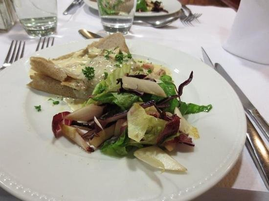 La Taverne des Ducs: Crepe with fresh salad