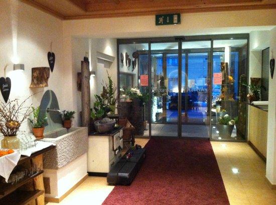 Hotel Stadt Wien: Lobby entrance