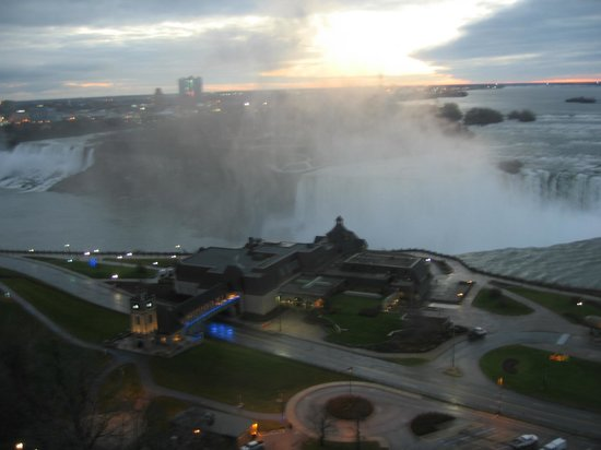 Marriott Niagara Falls Fallsview Hotel & Spa: Breathtaking views all day and all night
