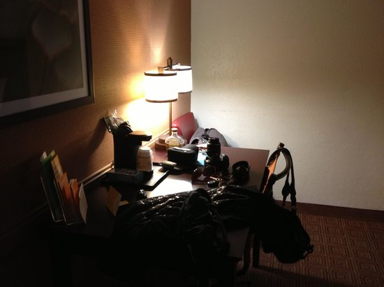 La Quinta Inn Galveston East Beach: Nice Desk Area