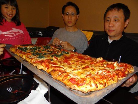 Fox's Pizza Downtown Brunswick: Big daddy--delicioso