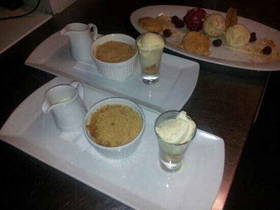 The Red Door Bistro at Kavanagh's Pub: Apple Crumble and Ice Cream