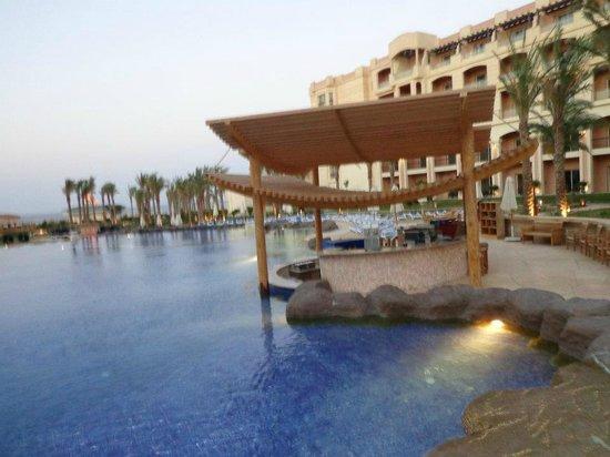 Tropitel Sahl Hasheesh: Pool bar