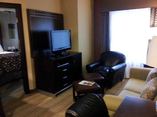 StayBridge Suites DFW Airport North: TV and DVD player