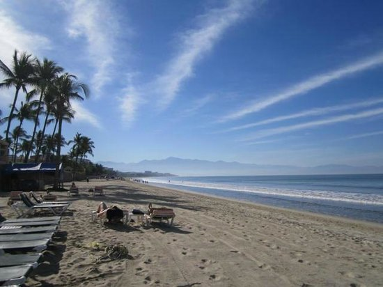 Hotel Riu Jalisco: a view of the beach, great for walking