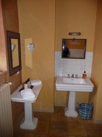 Cap de Castel : s de bain de la place pour poser nos affaires