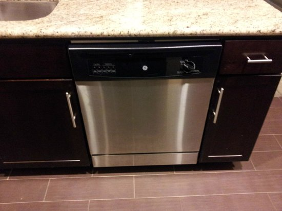 StayBridge Suites DFW Airport North: Dishwasher