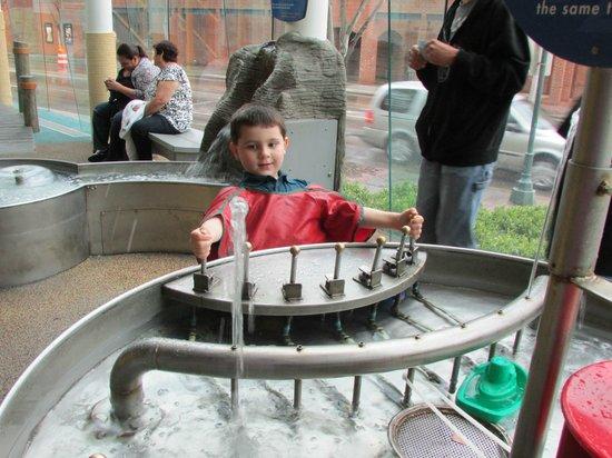 Creative Discovery Museum: Lots of splish splashing fun!