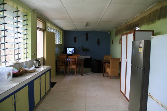 Unity Park Motel: Common kitchen and tv