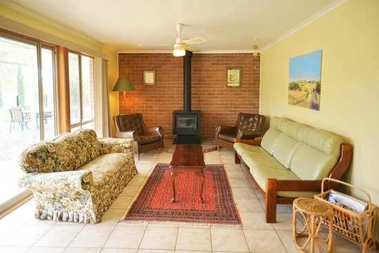 Red Rock Lodge: West Guesthouse family room