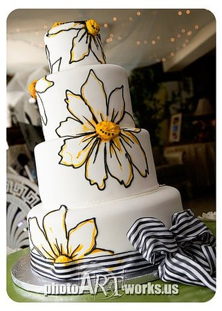 Something Sweet: Daisy wedding cake