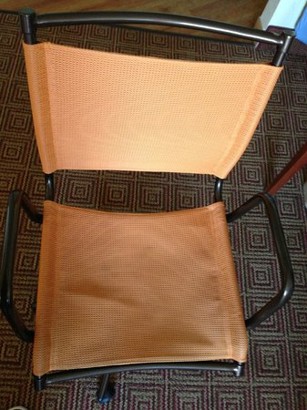La Quinta Inn & Suites New Haven: Stains on desk chair.