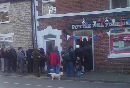 Potter Hill Fish Shop : Fish and Chips so good they're quing out the door!