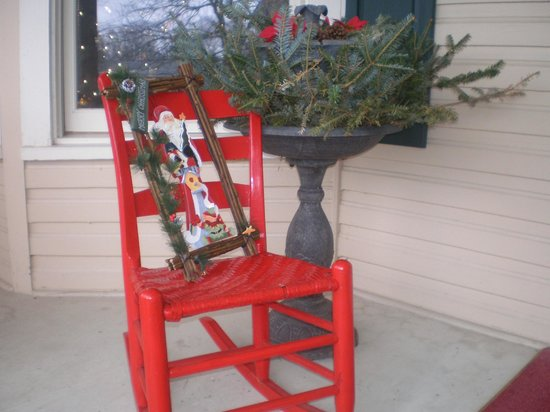 Red Rocker Inn: A Wintery front porch greeting