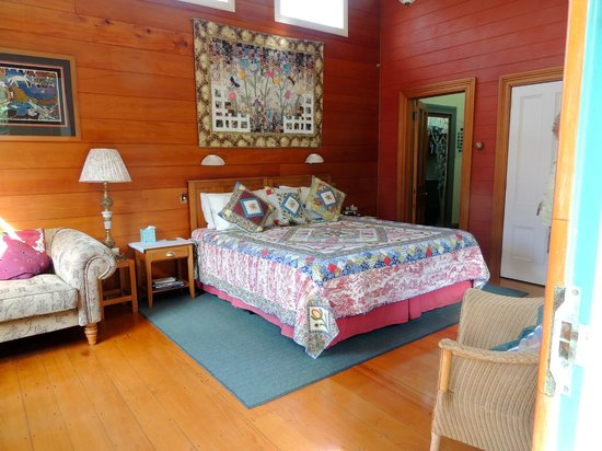 Ounuwhao Harding House: Our cottage room!