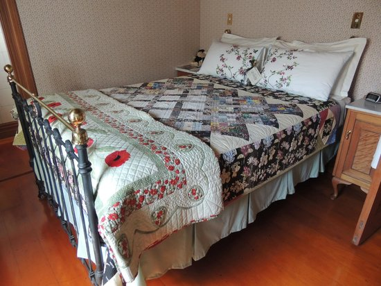 Ounuwhao Harding House: Another room with beautiful quilt