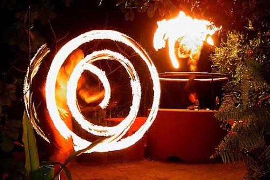 Arpora, Indien: Firedancers