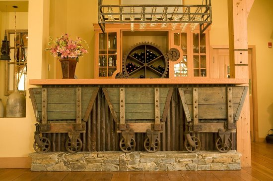 Cathedral Mountain Lodge: Antique mining cart bar