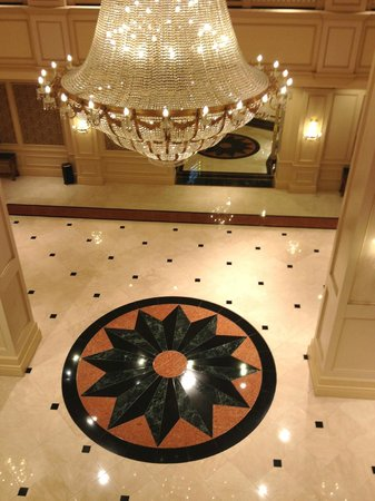 Horseshoe Bossier City: Looking down into the lobby