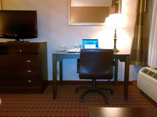 Hampton Inn Boston / Cambridge: Working desk
