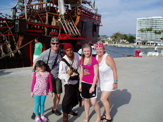 Puerto Vallarta Pirate Tours: Scar our personal pirate