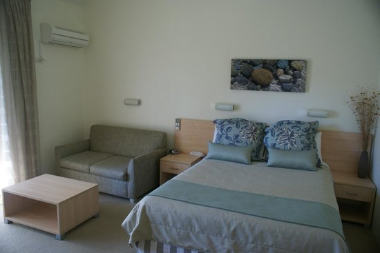 Parkhaven Resort: Nice comfortable bed and sitting area