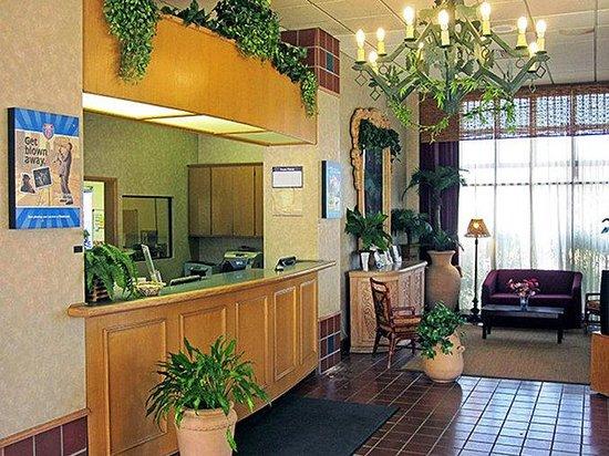 Motel 6 Oakdale: MLobby