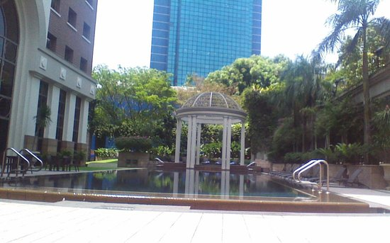 Orchard Parksuites by Far East Hospitality: pool area very quiet