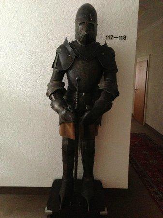 Hotel Adler: Knights guard the hallways