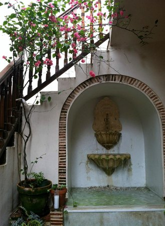 Villa Herencia: Courtyard
