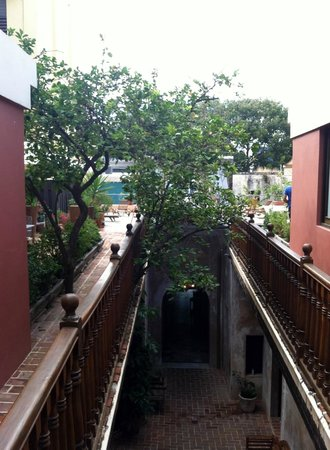 Villa Herencia: Courtyard viewed from the second floor