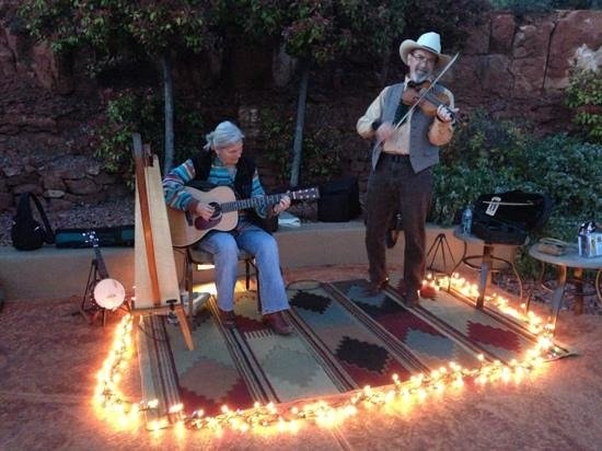 Wyndham Sedona: cowboy songs at sunset