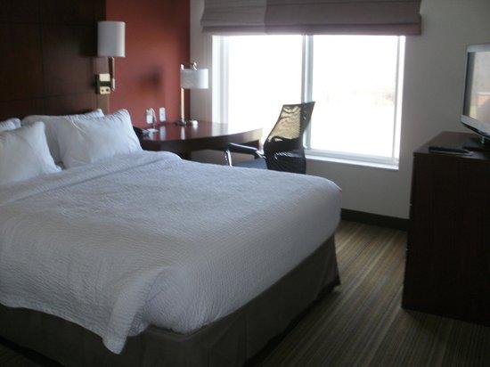 Residence Inn Springfield South: 2 bedroom suite- queen bedroom