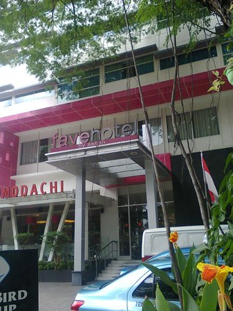 favehotel Wahid Hasyim: Hotel front view