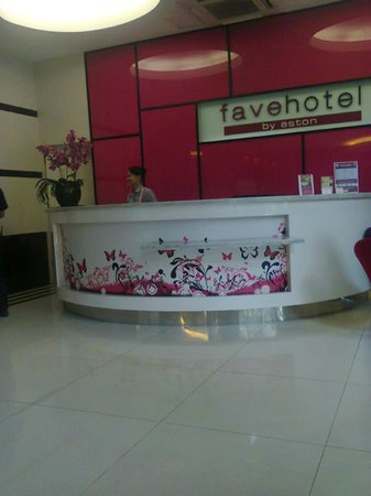 favehotel Wahid Hasyim: Front Desk